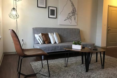 Comfy apt by Premium Outlets and Disney Springs!