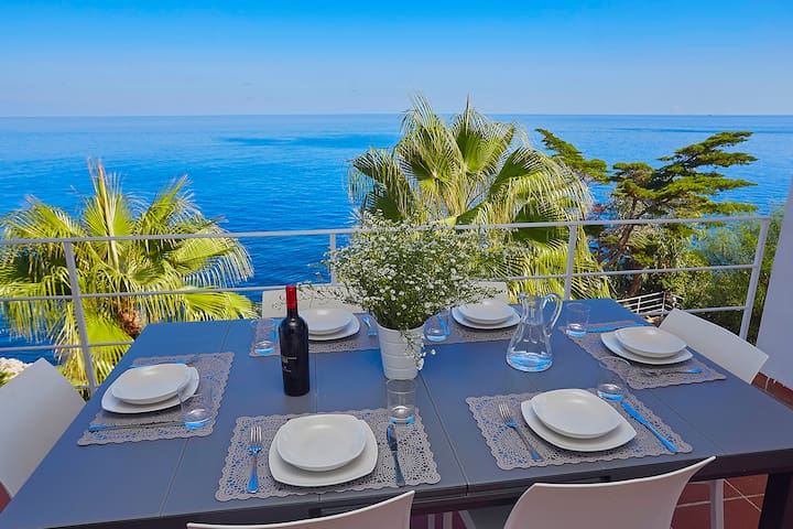Villa Smeraldo on the sea, with pool and garden