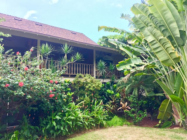 Plantation Style Condo in the heart of Kona