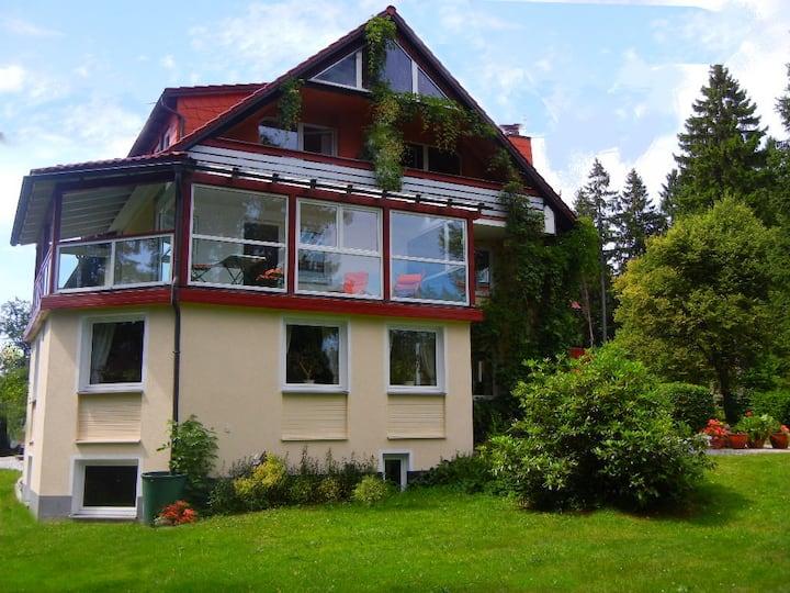 Hotel Barbara*** mit Ferienwohnungen***** (Warmensteinach), Suite mit Wintergarten und überdachtem Balkon