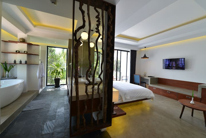 Deluxe Grand with Private Balcony - Krong Siem Reap - Bed & Breakfast