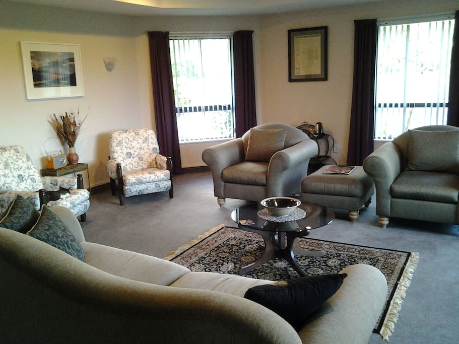 Large guest lounge