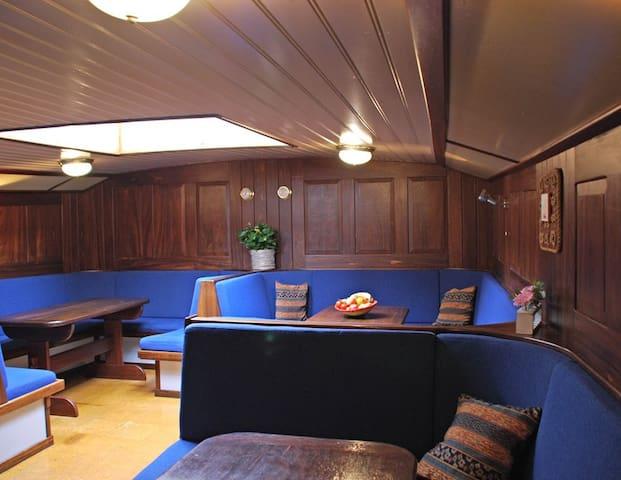 18 goedkope slaapplekken in hartje rotterdam bateaux for Goedkope kamers rotterdam