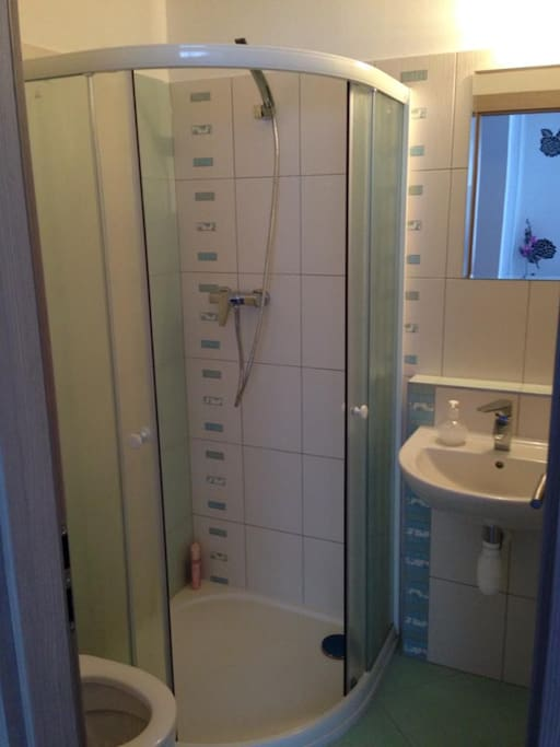 koupelnička s vybavením