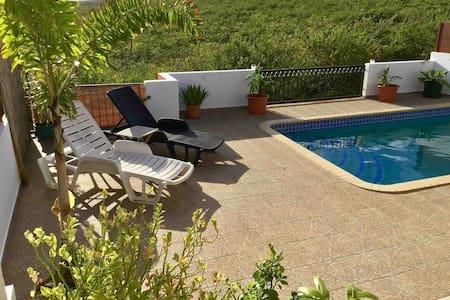 Winderig, Rustig, med privée zwembad