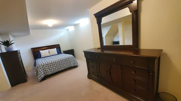 Beautiful private mastersbedroom&bath in brampton