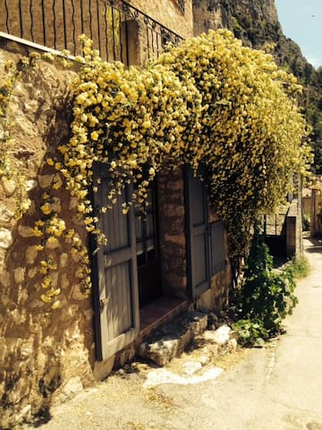 Attractive studio, in a beautiful village - Moustiers-Sainte-Marie - Hus