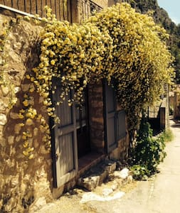 Attractive studio, in a beautiful village - Moustiers-Sainte-Marie - บ้าน