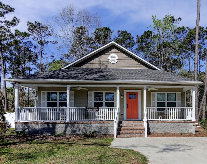 Charming Oak Island Cottage - Close to Everything!