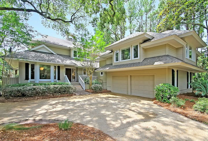 Perfectly situated in the heart of Kiawah.Updated kitchen. Golf course views.