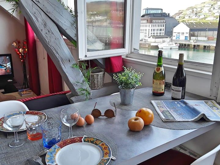 En 1ère loge, agréable studio vue port et mer