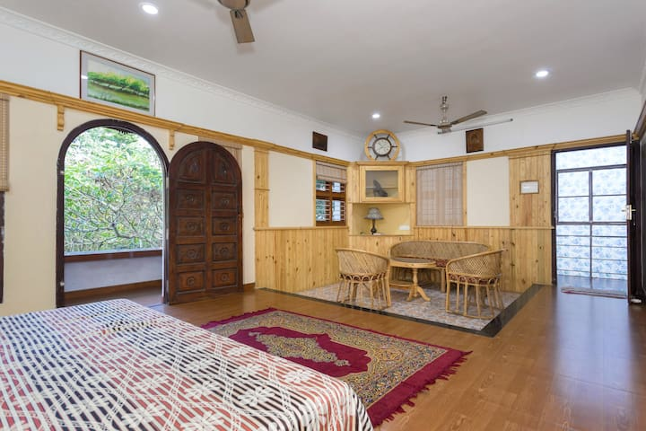 Rose Villa  en-suite room with balcony - Ernakulam - Lägenhet