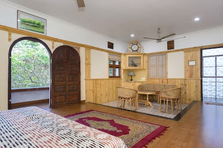Rose Villa  en-suite room with balcony - Ernakulam - Lejlighed