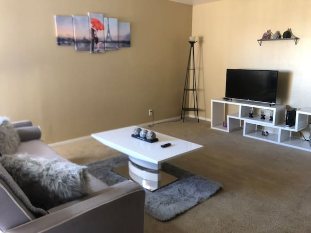 1 Bedroom Apartment close to The Strip
