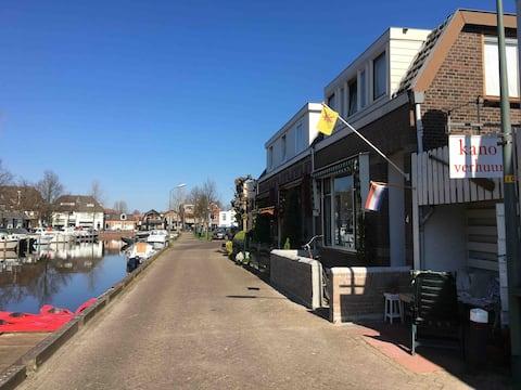 Mooi huisje aan de Haven, 5 km. naar het strand.