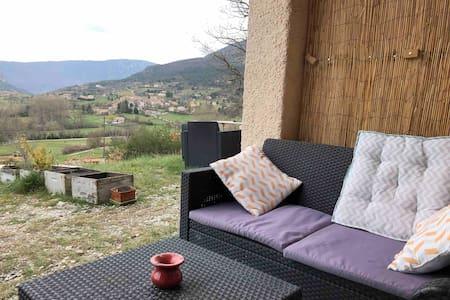 Joli appartement avec terrasse !