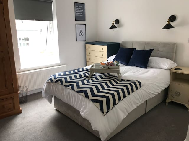 Modern Double En-Suite Room in a Shared House