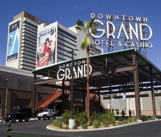 Downtown Grand Hotel Suites