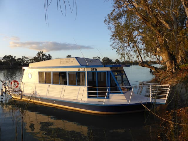 River Wren 6 houseboat - Murray Bridge