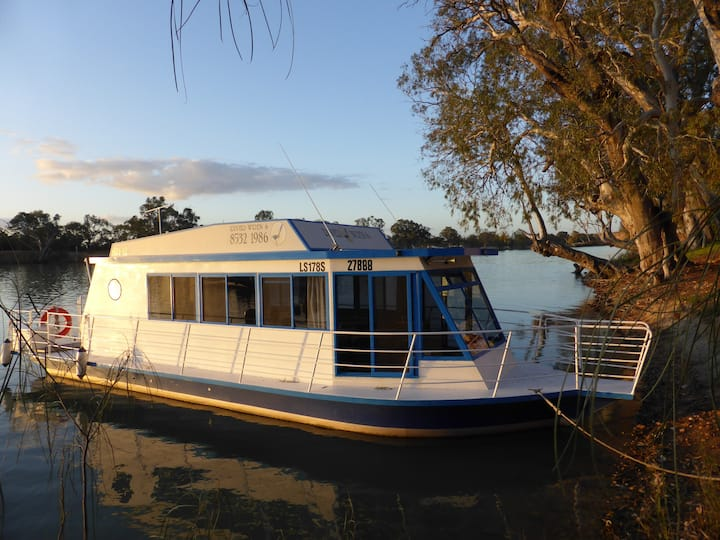 River Wren 6 houseboat