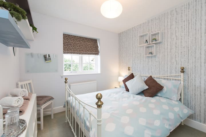 ★ Double room | Tranquil home with guest bathroom
