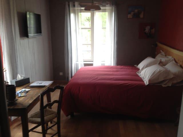 chambres d'hotes: chez nadine ... chambre montagne - La Godivelle - Leilighet