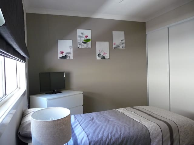 Modern 2 bedroom Cottage - Thornlie - Ház