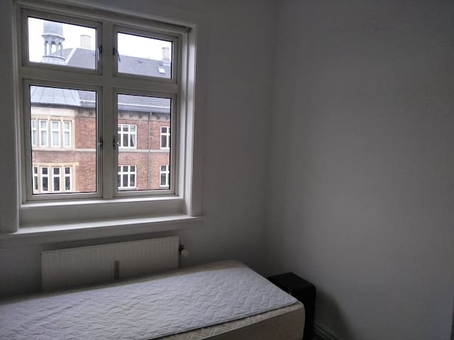 Simple single room in VAlby