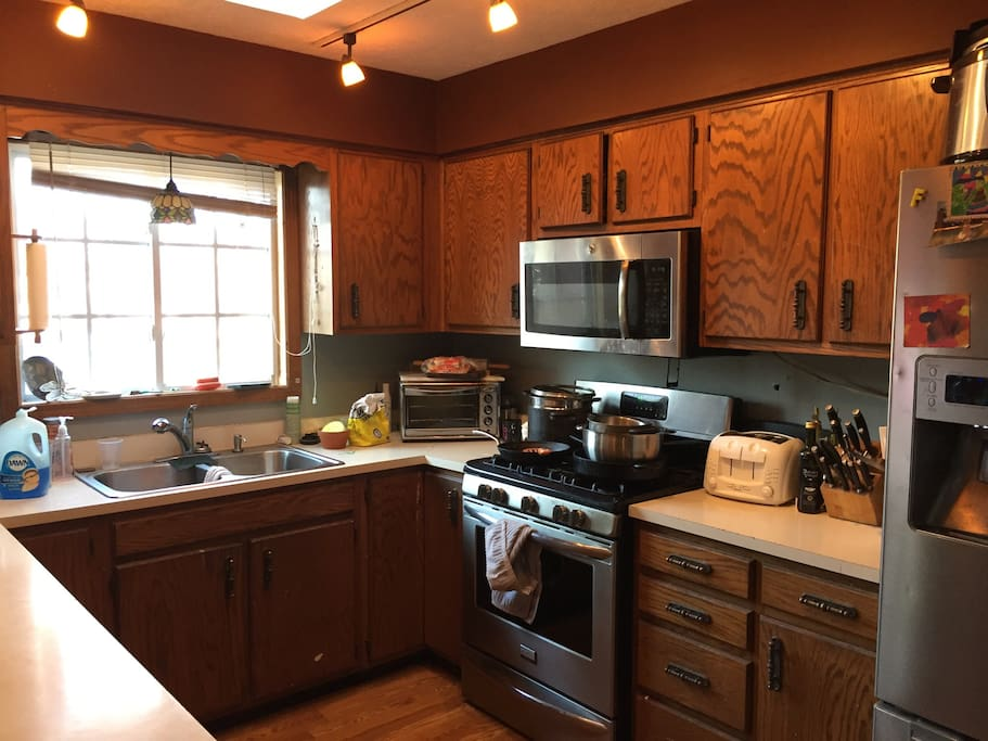 Shared kitchen with full use if all kitchen utensils