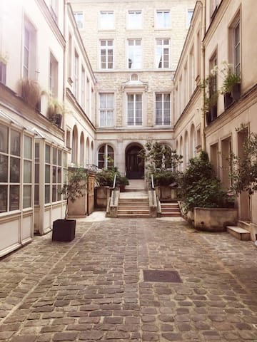 Sunny appartement in the heart of Paris