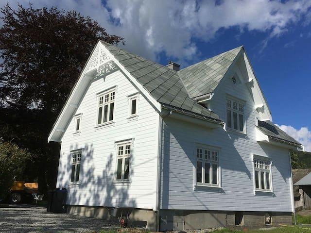 Ny renovert koselig hus, Etne