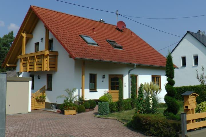 PfalzHerz - schöne Ferienwohnung am Waldrand