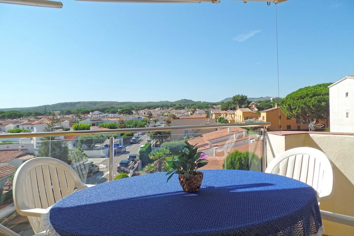 Great 6p apartment + terrace + airco + 260m beach.
