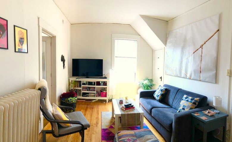 Bright & cozy one-bedroom in heart of Uptown