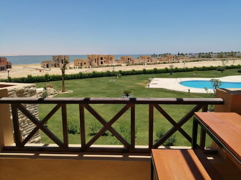 Cosy studio with Qarun lake and Pool view & access