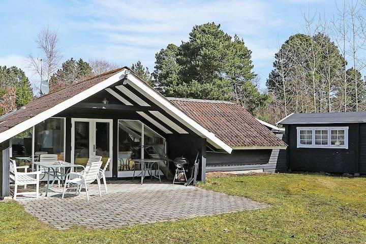 Modernes Ferienhaus in Lolland mit Terrasse