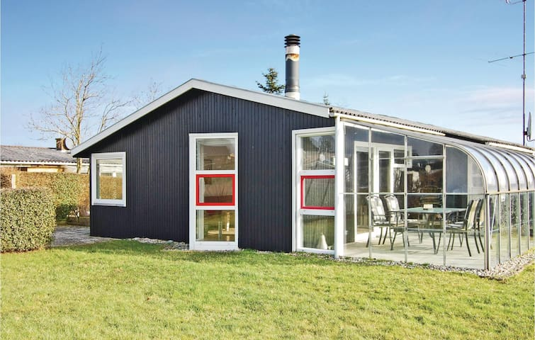 Holiday cottage with 3 bedrooms on 66 m² in Hejls