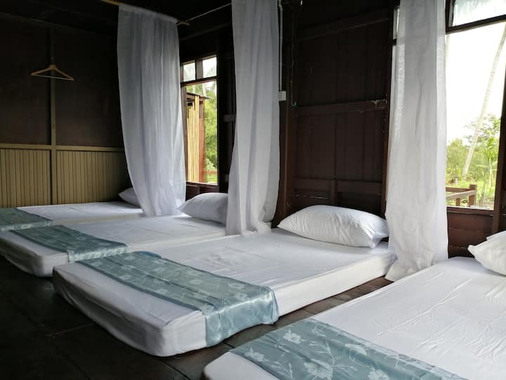 Long Klong​ Homestay​ - Mali room (Family Room)