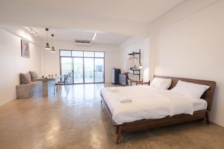 White Lounge/ Large and clean near BKK Airport