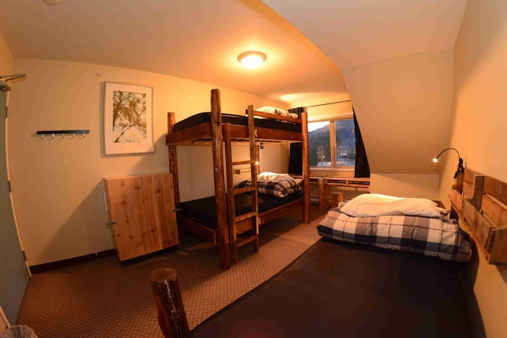 Private 3 Single Beds