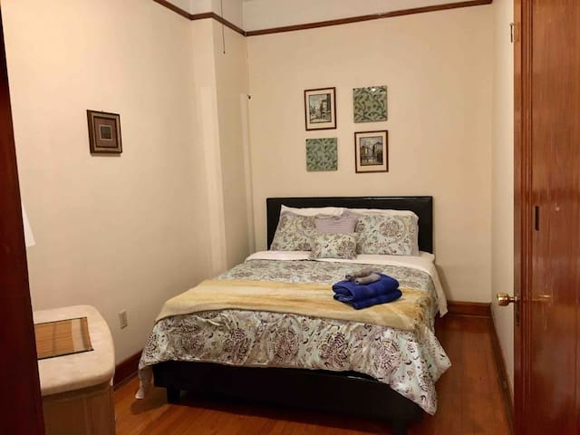 Green Room in 3BR/2Ba, Heart of Wrigley/Boystown
