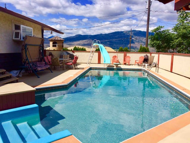 The Osoyoos Poolside Vista