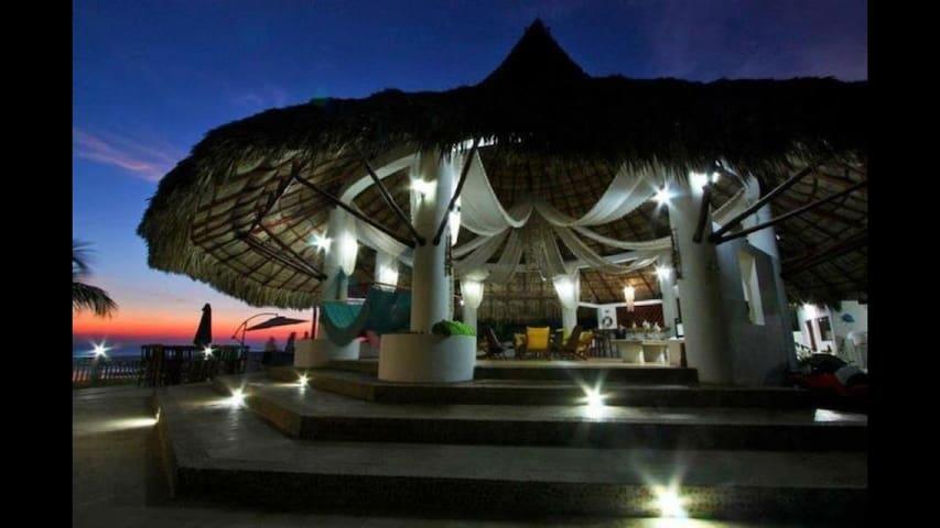 Stunning Beachfront & Pool House