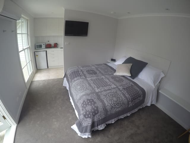 Private Brighton Studio Apartment Near Beach - Brighton