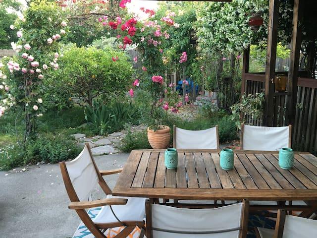 Beautiful garden, chef's kitchen - Мартинес - Дом