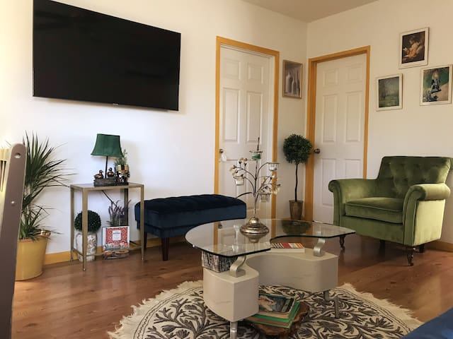 Priv.Ent. Apartment in Glendale w FREE-PARKING