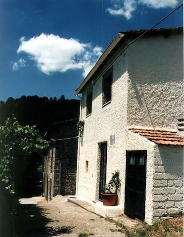 Landhaus Bellavista mit Seeblick - Montefiascone - House