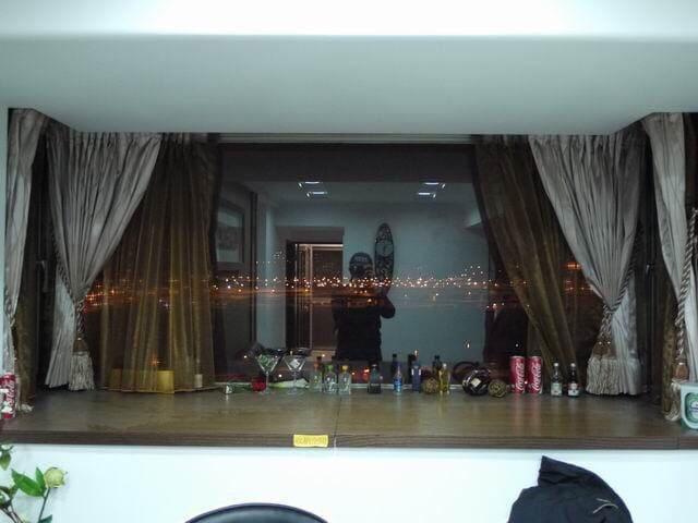 窗台吧台,可看夜景和喝咖啡/紅酒