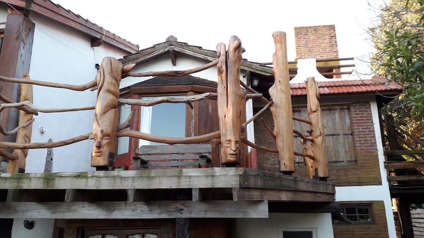 Rüca Cümelen, Kelü Küyen. Casas frente al mar.