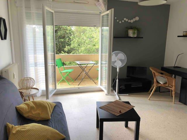 Studio + parking + balcon  proche Jean Jaurès